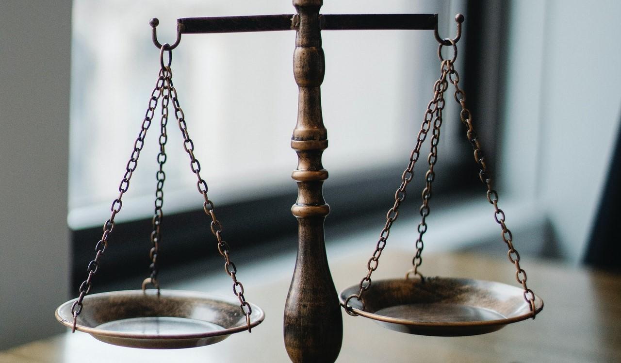 Diritto, legge e giurisprudenza