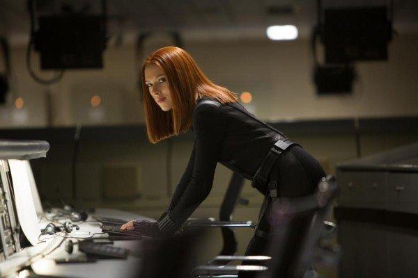 Scarlett Johansson, eterea sul red carpet col pancione per Captain America