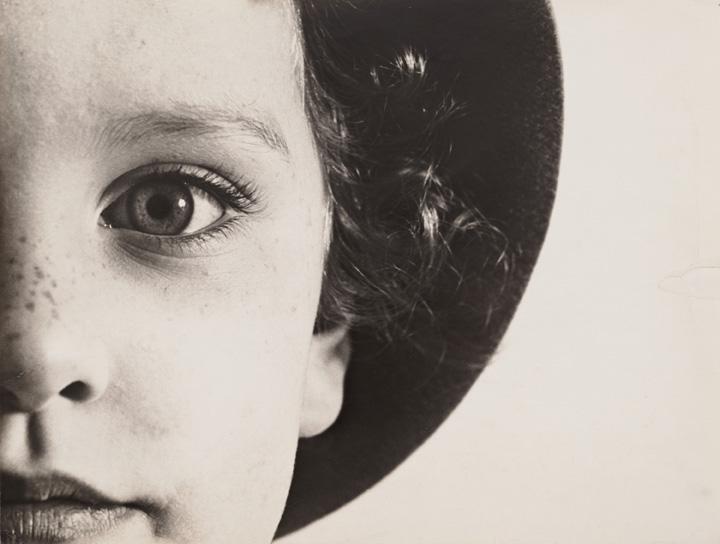 mostra-lugano----capolavori-della-fotografia-moderna-1900-1940----immagini-08._Max_Burchartz_Lotte_(Eye).jpg