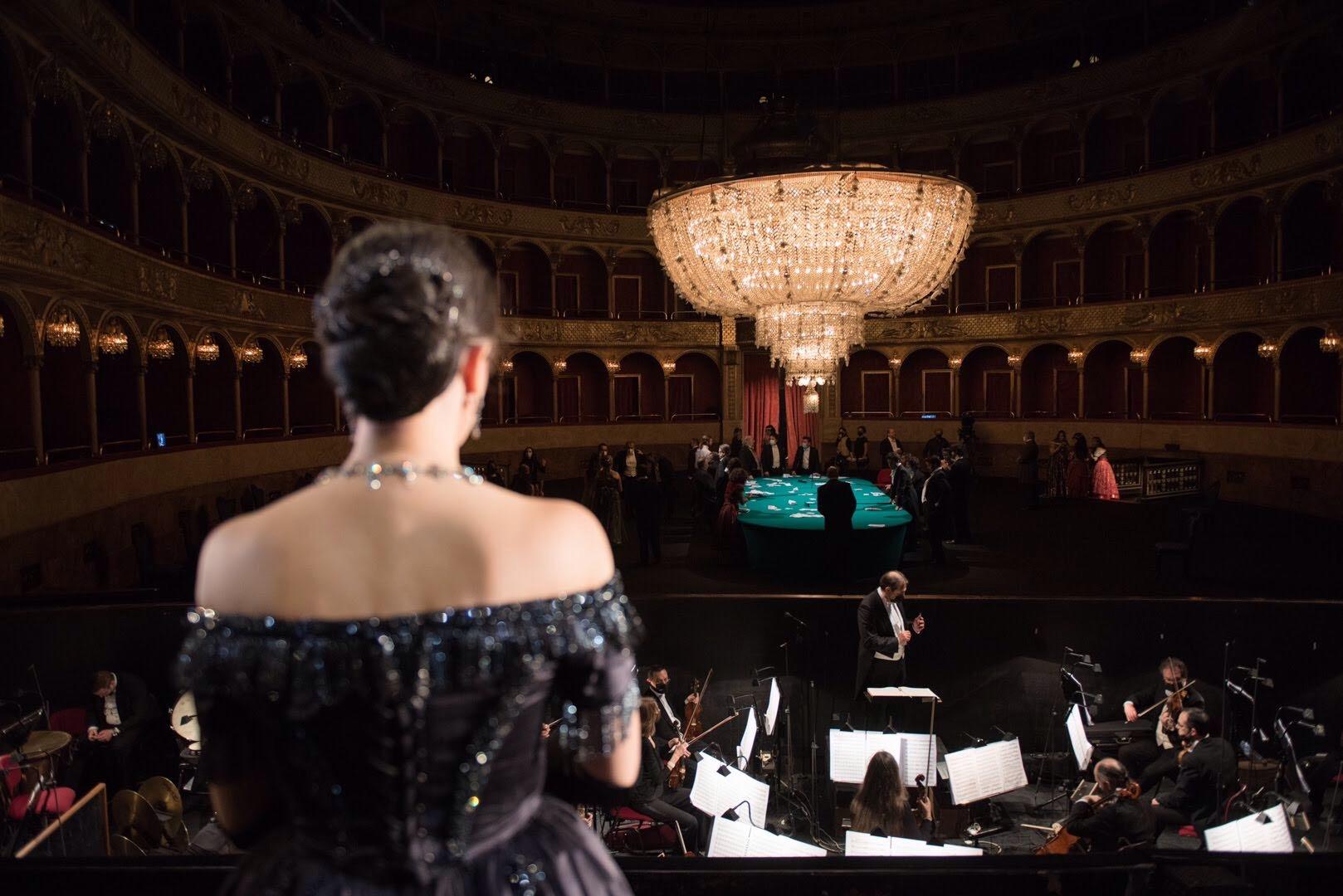 Teatro: Opera di Roma, La traviata  di Giuseppe Verdi con costumi di Valentino Garavani - immagini