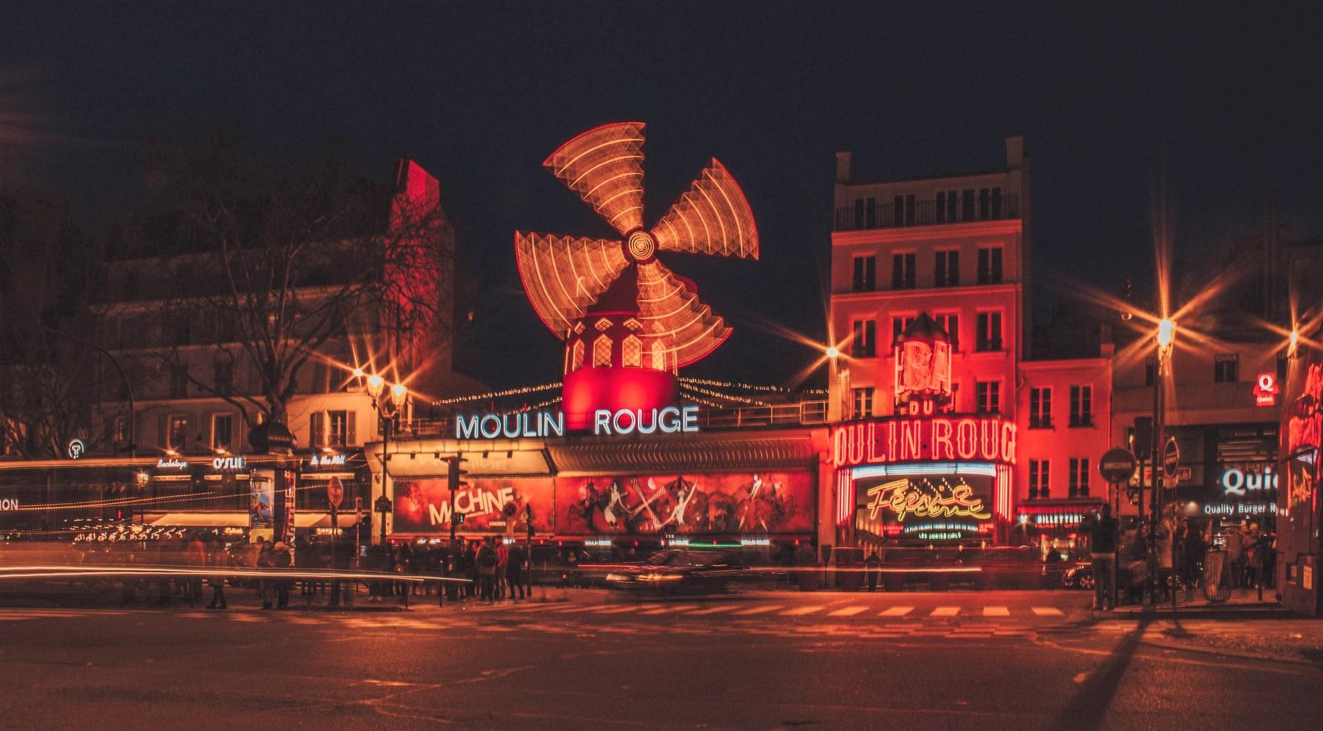 Il Moulin Rouge a Parigi, dal can can al quartiere che ricrea le foto di un'epoca
