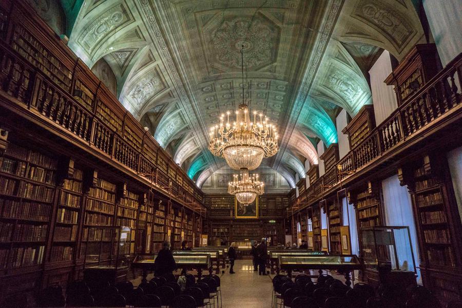 mostra-milano---la-milano-di-napoleone---immagini-01-Biblioteca-Nazionale-Braidense-sala-Maria-Teresa.jpg