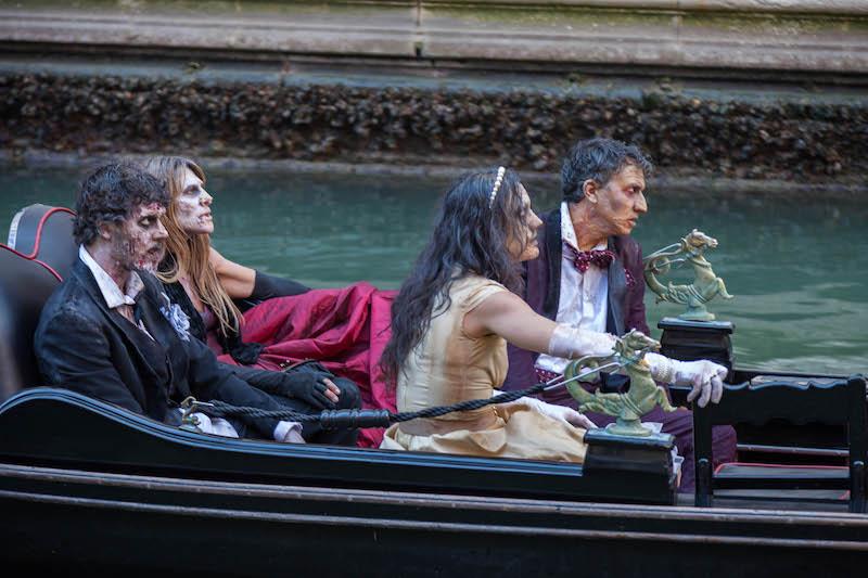 Serie Tv The Walking Dead, zombie in gondola a Venezia - le immagini