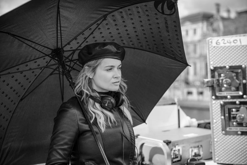eva-lanska-Eva_Lanska_BTS_2.jpg