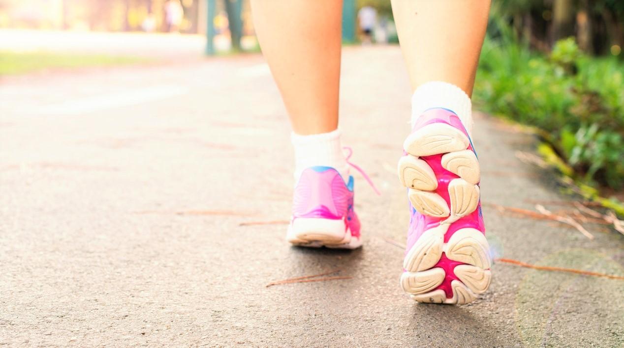 Camminare fa bene, ma l'esercizio moderato-vigoroso aumenta la forma fisica tre volte di più